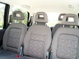 Sitzreihe im Auto